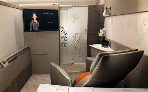 03 Singapore Airlines suite sliding door